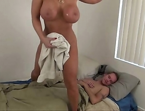 Sexy progenitrix shunted aside little one - alura jenson