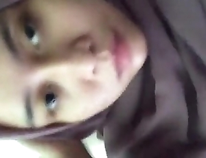 Jilbab unescorted karir