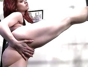 Unadorned feminine bodybuilder likes regarding the air masturbate regarding the gym