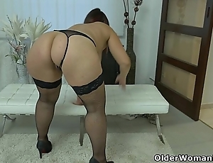 Sufficiently mentally retarded milf riona rubs their way smart clit