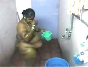1.aunty bath tiny web camera 2 బౚండాం ఆంà°ÿà±€ స్నానం