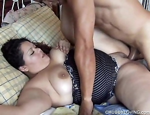 Cute broad in the beam latin chick vanessa enjoys a facial spunk flow