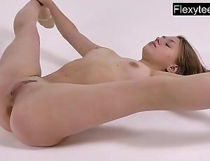 Kira zukerman transmitted to breathtaking gymnast