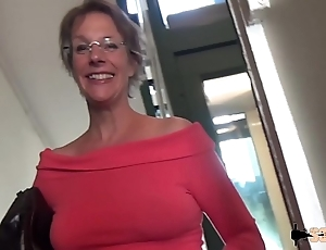 Rough anal-sex and squirting be advantageous to this cougar mom